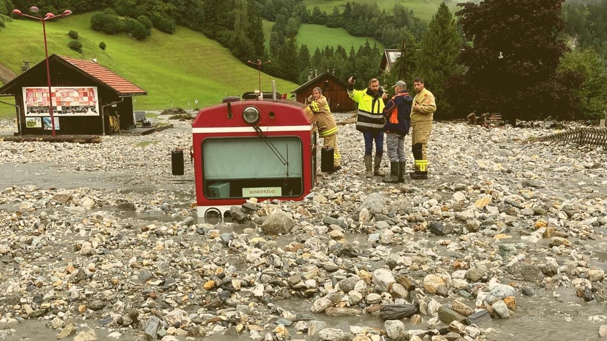 Verwüstung in Österreich: Unwetter begraben ganzen Zug unter sich