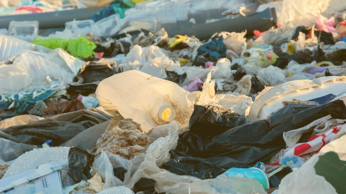 Neues Müllsammel-Schiff holt 4.000 Kilo Plastik pro Tag aus dem Meer