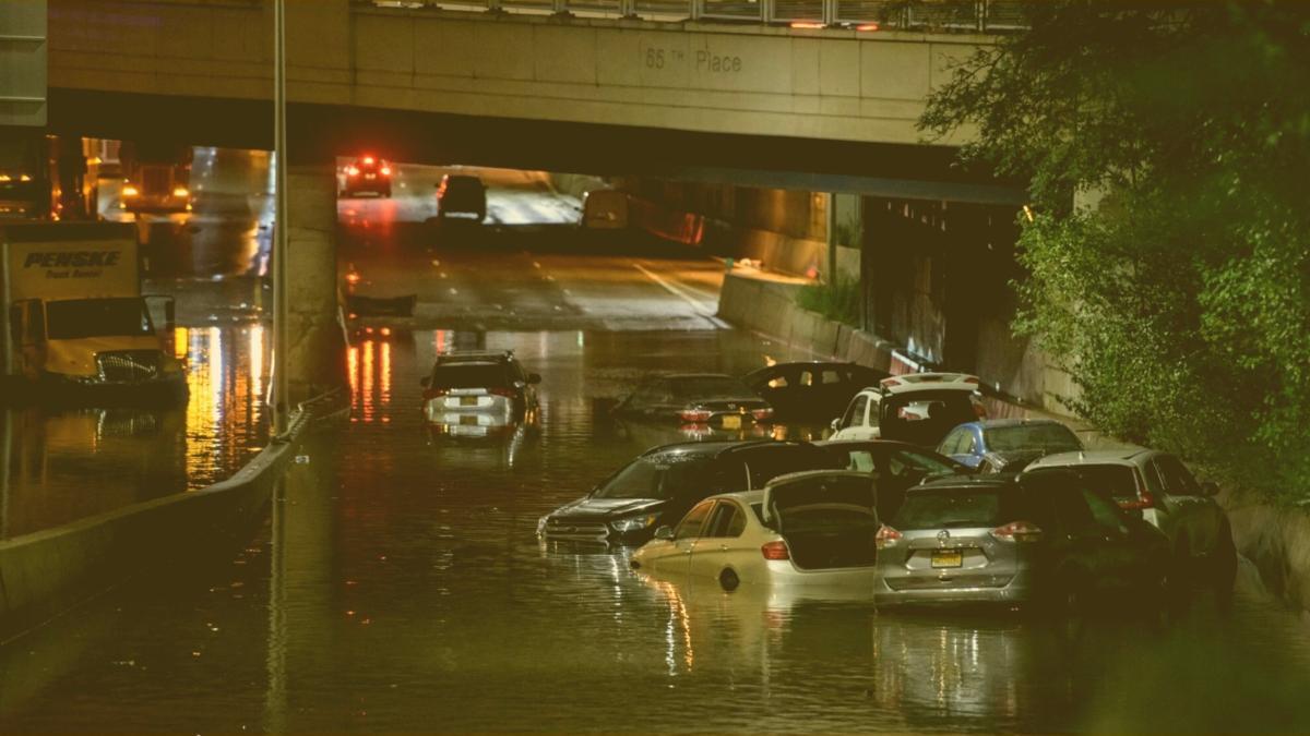 Bereits 8 Tote und Chaos: Aktuelles zur Hochwasser-Katastrophe in New York