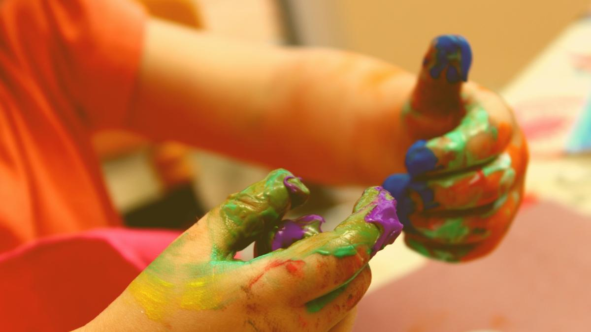 Gesundheitsgefahr: Warnung vor bakteriell belasteten Fingermalfarben