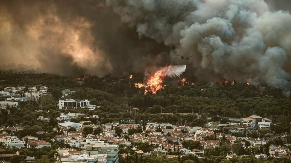 Aktuelle Aufnahmen zeigen: So stark wüten die Brände bereits bei Athen