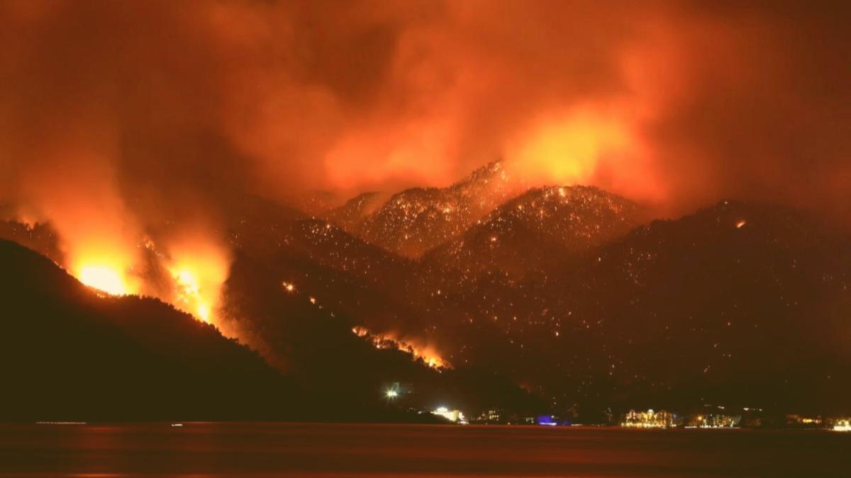 Brände in der Türkei: 8 Tote, Evakuierungen in Bodrum & Antalya