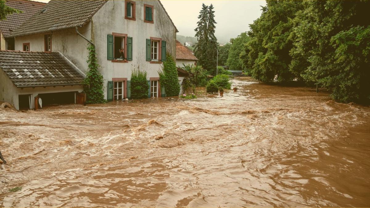Neues zur Flutkatastrophe: 1.300 Menschen vermisst, über 60 Tote