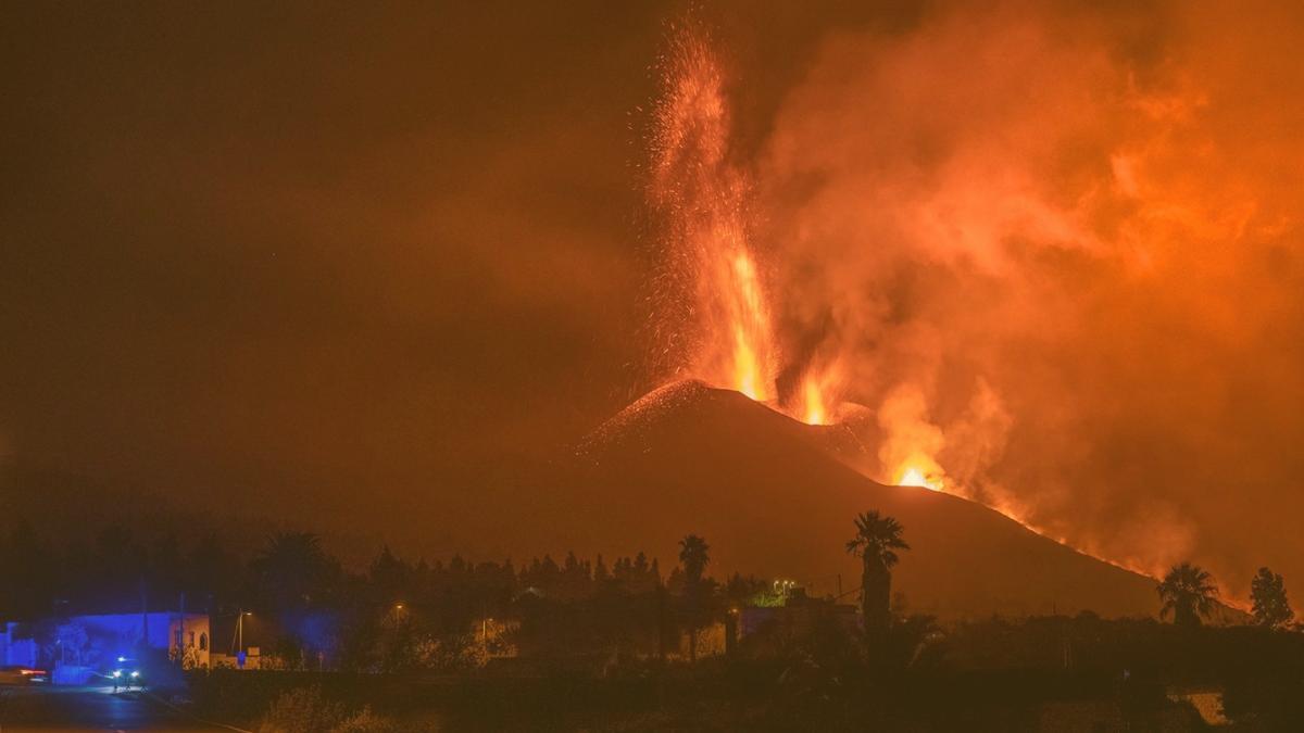 Häuser und Fabriken in Flammen: Lage in La Palma eskaliert wieder