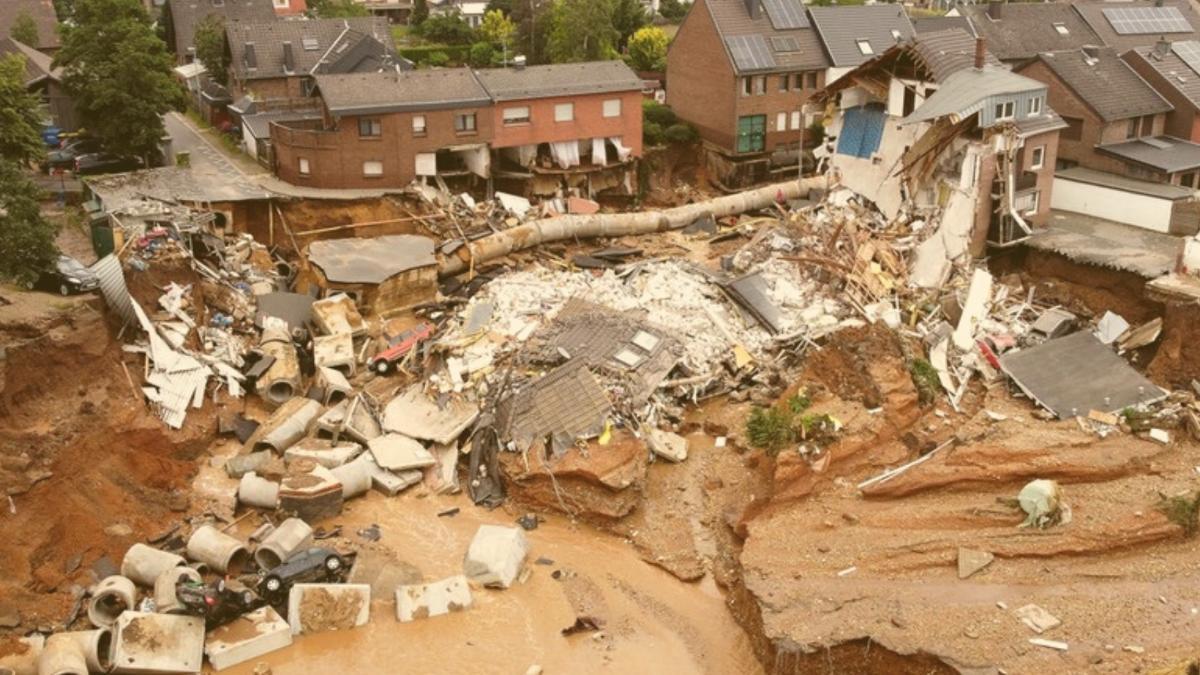 Aktuelles zur Flutkatastrophe: Mindestens 135 Tote, 100.000 ohne Strom