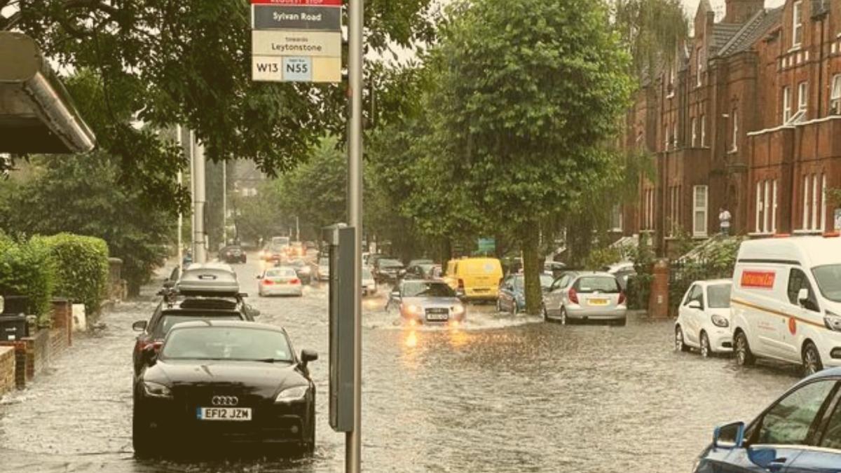 Eilt: Sturzflut in London - Teile der Stadt bereits unter Wasser