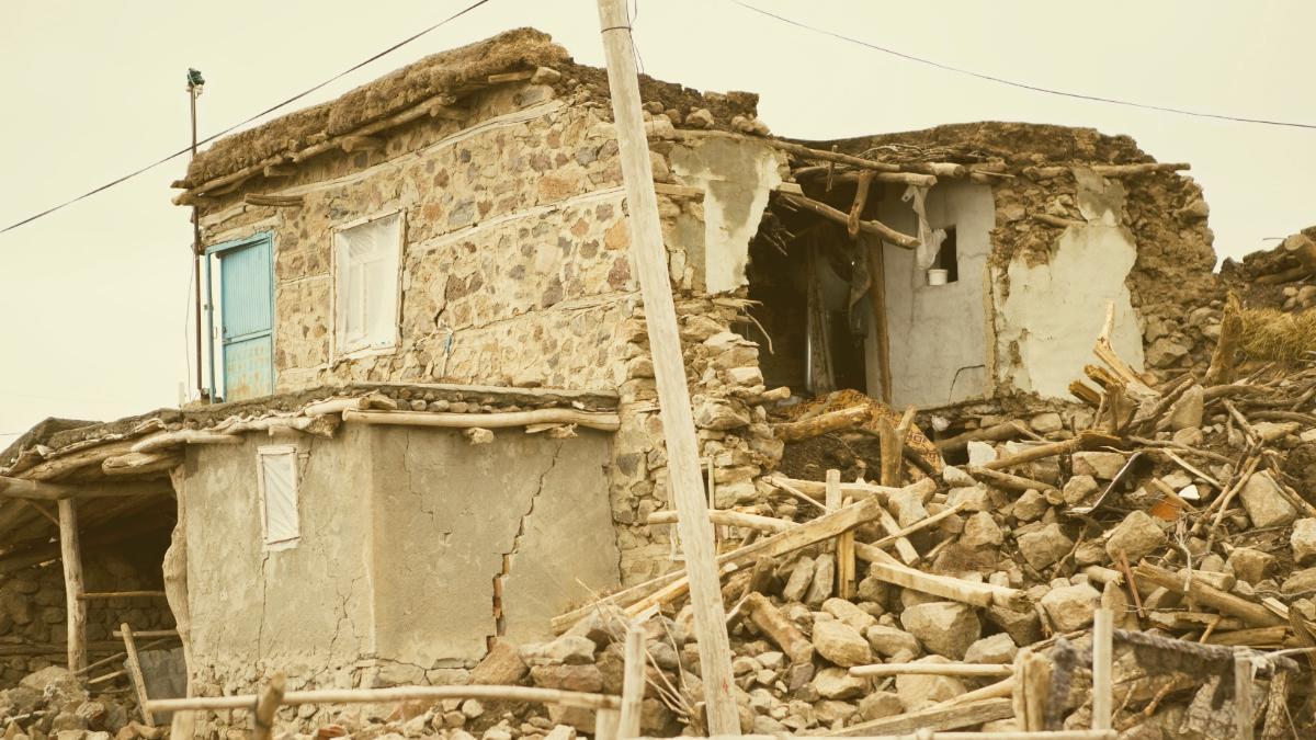 Panik nach starkem Erdbeben: Mindestens 20 Tote und hunderte Verletzte