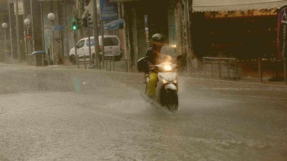 Alarm in Athen: Starkregen führt zu Überschwemmungen, Behörden warnen Bevölkerung